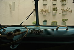 rota de colisão (meeeeeeeeeel) Tags: windshield windscreen parabrisa veículo kombi inside car vehicle steeringwheel volante decorativo decorative decorativecar kombidecorativa benandjerrys sãopaulo sp brasil brazil vw volkswagen vwkombi