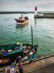 retour de pêche (clos du pontic) Tags: pêche pêcheurs mer port guilvinec chalutiers finistère jetée eau