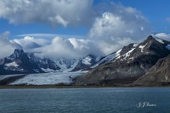 """Utopia Polar"" (JJSantosphoto) Tags: canon jjsantos jjsantosphoto antarctica antartida peninsulaantarctica peninsula gelo montanhanevada piconevado nevado pico montanha iceberg mar oceano travel viagem expedição nuvens flickrbronzetrophygroup"