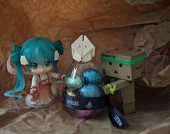 « A hunting eggs successful! (๑´ڡ`๑) (Damien Saint-é) Tags: danbo japan manga toy jouet vinyl kotobukiya revoltech hatsunemiku nendoroid stormtrooper weiss happyeaster legounikitty