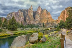 Smith Rock Walk (Philip Kuntz) Tags: crookedriver oregon smithrock smithrockstatepark terrebonne hikes trails cliffs cliffclimbing