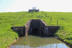 Genderen: sluice built in 1899. (♥ Corry ♥) Tags: sluice history green netherlands genderen noordbrabant water dyke dike grass
