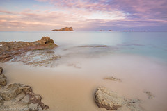 ON THE BEACH. (VICENTE PLANELLS RAMON) Tags: playa beach amanecer dawn des comte ibiza san josep de sa talaia paraiso paradise mar
