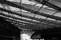 - (.urbanman.) Tags: noiretblanc blackandwhite canopée halles temple consommation technique mobile géométrique