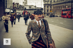 Stylish (Felice Bassani) Tags: city uk bridge england london hat canon walking model looking pavement posing scottish pedestrian sidewalk jacket 5d stile cappello stylish inghilterra elegante guardare marciapiede camminare modello giacca passante scozzese posare