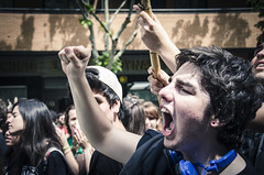 (Vctor Westfalia) Tags: calle zaragoza revolucion crisis profesores policia sindicato educacion juventud huelga estudiantes recortes educativa tijera tuppers sindicatodeestudiantes mareaverde mayo1968 victorwestfalia mayo2013 agrupacionrevolucionarianopasaran