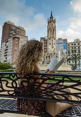 Leer sienta tan bien (Ch3micals) Tags: plaza chica banco libro ciudad alicante lectura luceros