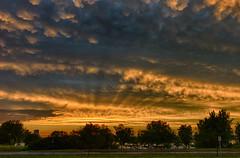 Mammatus (!Michel Grenier!) Tags: leica sunset clouds river twilight dusk rangefinder rays nuages crépuscule coucherdesoleil rayons stadeolympique fleuve m9 mammatus mseries mirrorless summicronm35mmf2asph