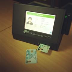 เครื่องอ่านบัตรประชาชน สำหรับองค์กรที่ต้องแลกบัตรคนเข้าออก บันทึกชื่อที่อยู่และภาพคนจากบัตรสมารต์การ์ดลงระบบ แทนการจดข้อมูลลงสมุด หนึ่งในผลงานผู้ร่วมส่งประกวดเข้า TICTA ใครสนใจติดต่อ คุณสิทธิโชค 081-323-3446 ได้เลยครับ #TICTAAwards #IDCardReader