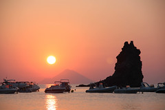 Coucher de soleil - Sunset (Julie Vrschrgn) Tags: sunset italy beach sicily plage italie vulcano coucherdesoleil aeolianislands sicile ileséoliennes