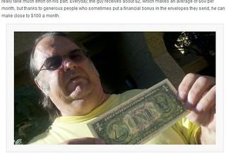 """美退休工人在钞票上留言""""请归还"""" 月赚100美金"""