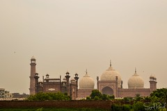 Badshahi Mosque (Syed Ramish) Tags: pakistan fort indian eid mosque empire hassan syed lahore masjid fitr subcontinent mughal badshahi raat chaand ramish