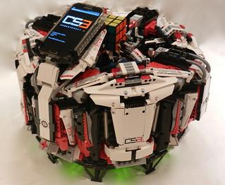 樂高沒有極限!樂高機器人打破「魔術方塊」金氏世界最快紀錄!