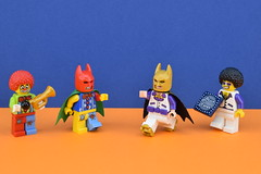 LEGO 30607 : Disco Batman - Tears of Batman (Alex THELEGOFAN) Tags: lego legography minifigures minifigure minifig minifigs minifigurine minifigurines movie batman clown circus trumpet orange purple disco dude tears of brick fever gold white 30607 polybag