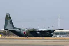 UP3A2769 (ken1_japan) Tags: 小牧基地 オープンベース c130h kc767 uh60j u125a f2 f4 ブルーインパルス canon 7dmkⅱ ef70300lis sigma 150600 1770 contemporary
