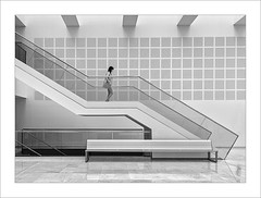 Chica en l'escala V / Girl in the stairs V (ximo rosell) Tags: ximorosell bn blackandwhite blancoynegro bw buildings arquitectura architecture abstract llum luz light stairs people
