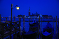 Very Blue Hour in Venice (DieBuben.de) Tags: venezia venice bluehour blue water italy italia canon5dmarkiii evening eveninglight