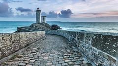phare du petit minou (arnolamez) Tags: bretagne britanny mer sea phare lighthouse paysage