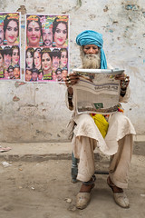 Keeping abreast of the news (Sohail Karmani) Tags: street sahiwal streetphotography summilux leicaq pakistan punjab punjabi newspaper turban beardedmen malang portrait leica 28mm montgomery southasia asia