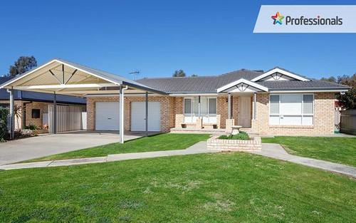 8 Mackay Place, Ashmont NSW 2650