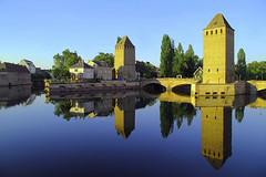 Straßburg Barrage Vauban (ploh1) Tags: strasburgbarragevauban türme wasser spiegelung frankreich reflexion klar architektur altstadt stadtansicht innenstadt historisch landschaft abendlicht
