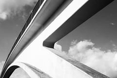 Wiesbadener Ansichten VIII - bw edition (Schermannski) Tags: monochrome blackwhite blackandwhite wiesbaden hessen schwarzweiss brücke bridge architektur architecture