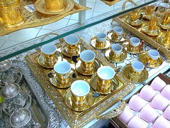 في محل الأواني (Abdulla Al Muhairi) Tags: phonecamera nokia asha 501 cameraphone