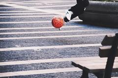IMGP1563 (maurizio siani) Tags: napoli naples italia italy pentax k70 18135 city città mattina giorno aprile 2017 primavera campania bambini ragazzi gioco calcio pallone super santos supersantos divertimento divertirsi giocare game piazza santa lucia azione scatto scattare gambe piedi ragazzini boy boys ragazzo giovane ragazzino bambino correre run tiro tirare calciare movimento