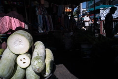 * (Sakulchai Sikitikul) Tags: street snap streetphotography songkhla sony a7s voigtlander 28mm market thailand hatyai silhouette wintermelon