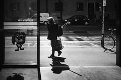 rabbit (gato-gato-gato) Tags: 35mm ch contax contaxt2 iso400 ilford ls600 noritsu noritsuls600 schweiz strasse street streetphotographer streetphotography streettogs suisse svizzera switzerland t2 zueri zuerich zurigo z¸rich analog analogphotography believeinfilm film filmisnotdead filmphotography flickr gatogatogato gatogatogatoch homedeveloped pointandshoot streetphoto streetpic tobiasgaulkech wwwgatogatogatoch zürich black white schwarz weiss bw blanco negro monochrom monochrome blanc noir strase onthestreets mensch person human pedestrian fussgänger fusgänger passant sviss zwitserland isviçre zurich autofocus