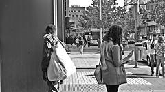 Bolsos // Handbags. (José Antonio Espinosa García) Tags: madrid bw capital jose explore handbags garcia sonny alpha dslr antonio espinosa a230 socialclass ropabolsoscontrastbetweenthesellingandbuying includingwealth andtheirdailychores contrasteentreelquevendeyelquecompra entrelariqueza lasclasessociales ysusquehaceresdiarios