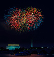 IMG_1692-July 4th 2013 Washington DC-AnthonyBee (Anthony (Tony) Bee) Tags: night washingtondc lowlight fireworks july4th singhray varinduo
