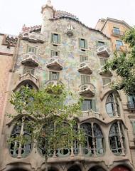 Battlò Barcellona Luglio 2013 (ReX Ray) Tags: architecture spain ray fuji espana rex barcellona spagna gaudì x10 rexray batllò battlò fujix10