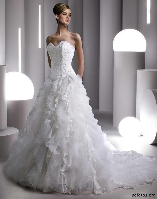 Vestido de noiva tomara que caia com babados