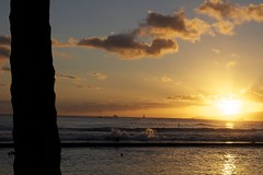 Waikiki (Landon Momberg) Tags: sun tree beach water beautiful set clouds pretty waves waikiki palm landon momberg