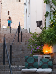 Secret spots of Peñiscola (Carlos Ciudad - Stock Photography) Tags: flowers houses light summer españa plants flores luz lamp valencia vertical angel stairs private relax 50mm cozy cafe spain holidays plantas europa europe seat secret lounge olympus spot stairway staircase verano lampara banister intimate casas secreto oldtown zuiko vacaciones castillo escaleras gettyimages descanso rincon encanto castellon barandilla cascoantiguo asiento papaluna casttle e520 gettyimagesspain cctrillastock charmingintimo peñiiscola