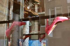 high heels bij de Bijenkorf in de Wagenstraat (Gerard Stolk (durant lAvent)) Tags: chinatown highheels denhaag haag thehague wagenstraat debijenkorf lahaye