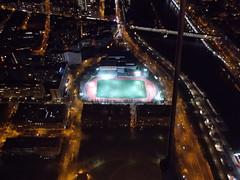 Paris bei Nacht (schremser) Tags: frankreich paris eiffelturm toureiffel aussicht nacht seine fusballplatz flutlicht