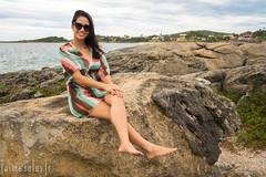 The girl and the rock (Jaime Sales) Tags: pedra rock girl girlfriend praia beach guarapari trespraias mar óculos sunglasses es espiritosanto brasil brazil sea