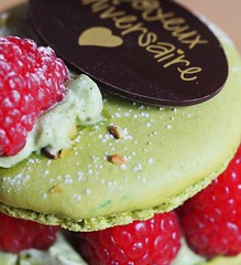 Joyeux Anniversaire ! HMM ! (WhataWonderfullWorld!) Tags: pistache framboise macarons joyeuxanniversaire happy10years hmm happybirthday macromondays macro