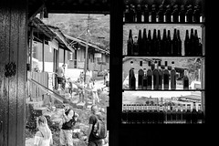 bar (renanluna) Tags: pessoas people homem man muler woman garrafas bottles rua street monocromia monochromatic pretoebranco blackandwhite pb bw paranapiacabasãopaulo 011 sp br 55 fuji fujifilm fujifilmxt1 xt1 35mm xf35mmf14r fujinon