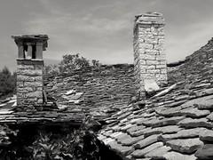 Vieux toit .. Old roof.... (alainpere407) Tags: alainpere albanie albaniablackandwhite albania roof toit girokaster