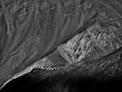 Zanskar - Village de Stongdé. (Gilles Daligand) Tags: inde himalaya zanskar jammuetkashmir montagnes village stongdé olympus omdem5 paysage soleilcouchant sunset monochrome noiretblanc bw