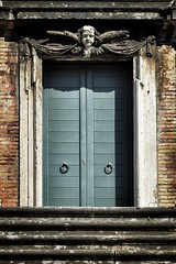 Angelicum (Japo García) Tags: puerta roma antigua barroco ángel simetría sombra escalera piedra azul