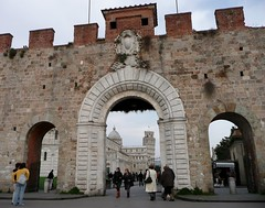 Porta Nuova Gate in Pisa (chdphd) Tags: pisa tuscany leaningtower lucca cathedral