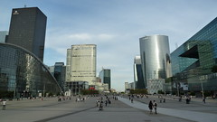 La Défense beauty (SmartFireCat) Tags: france frankreich francia paris defense ladéfense public space publique espacio público square plaza parque parc park arquitectura architecture tower towers torre torres tour tours turn türme menara skyscraper skyscrapers rascacielo rascacielos outdoors aire libre style french quarter temp area coeur gdf suez gdfsuez office offices oficinas cbd business district parisian people gente leyte menschen rakyat