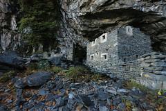 Val d'Aosta - Valle Centrale, Barma Cotze (mariagraziaschiapparelli) Tags: valdaosta donnas camminata escursionismo allegrisinasceosidiventa autunno peredrette barmacotze pietre fortino montagna mountain