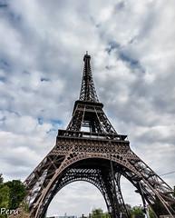 La torre (Perurena) Tags: torre estructura ingenieria gustaveeiffel acero iron atracción turismo cielo sky nubes clouds paría francia