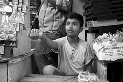 market portrait (simon-r-) Tags: mysuru mysore india karnataka 2017 inde indien april market bazaar portrait boy child kid vendor merchant shop incensesticks oil bw blackandwhite schwarzweis travel life people photography street world documentary devarajamarket الهند سوق sony alpha ilce 5000