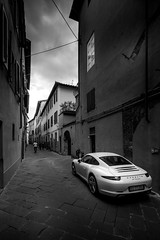 Porsche (RobMenting) Tags: 70d eos tuscany building italië travel automotion car architecture lucca italia canon europe city canoneos70d toscana it